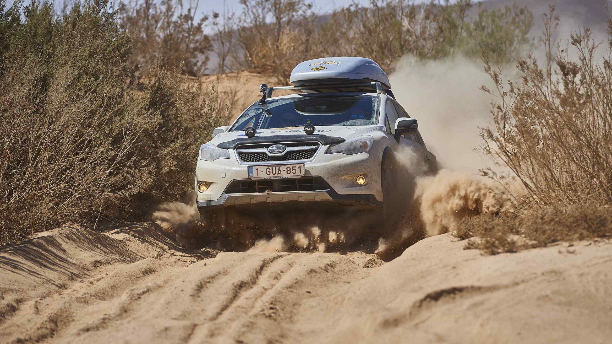 Un Subaru XV a pasar una zona de arena en Marruecos